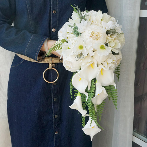 دسته-گل-عروس-آبشاری